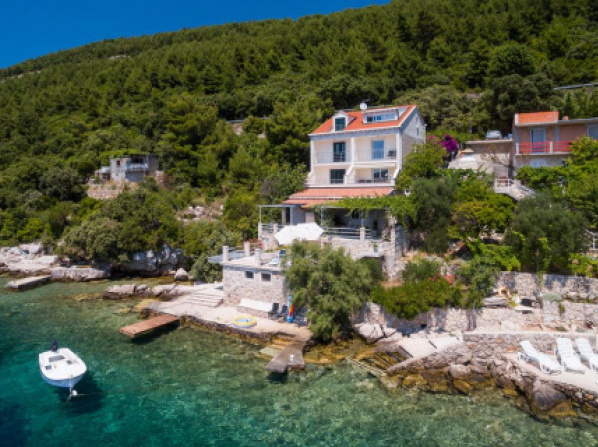 Apartments Ratac Lobrović with private beach and beautiful sunset